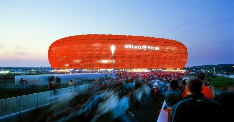 allianz arena iluminada