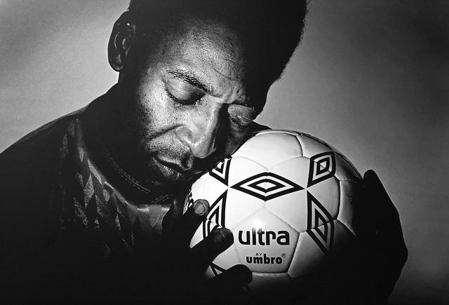 Pele o rei do futebol e a bola