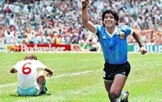 Maradona celebra el gol frente a Inglaterra