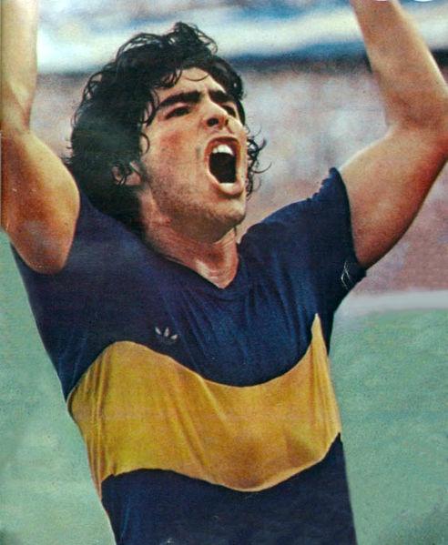 Maradona festejando un gol en su primer paso por Boca Juniors