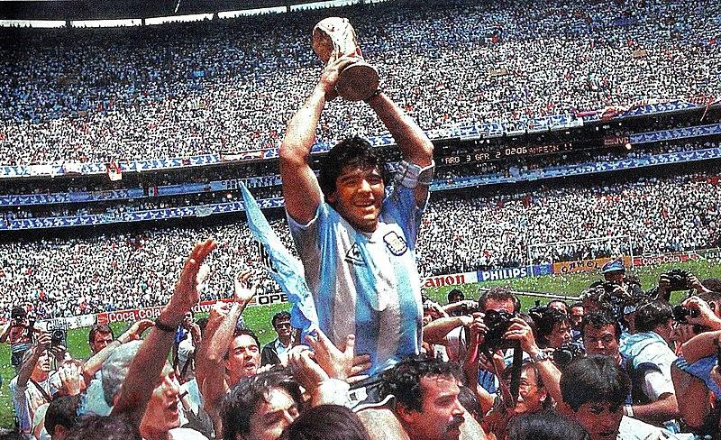 Maradona levantando la Copa del Mundo 1986
